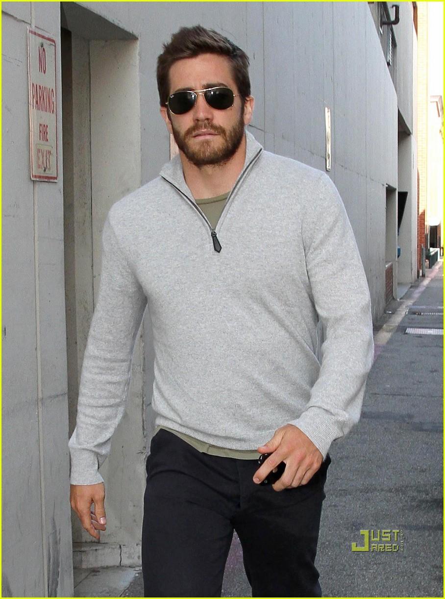 jake gyllenhaal leaves medical building 102461050