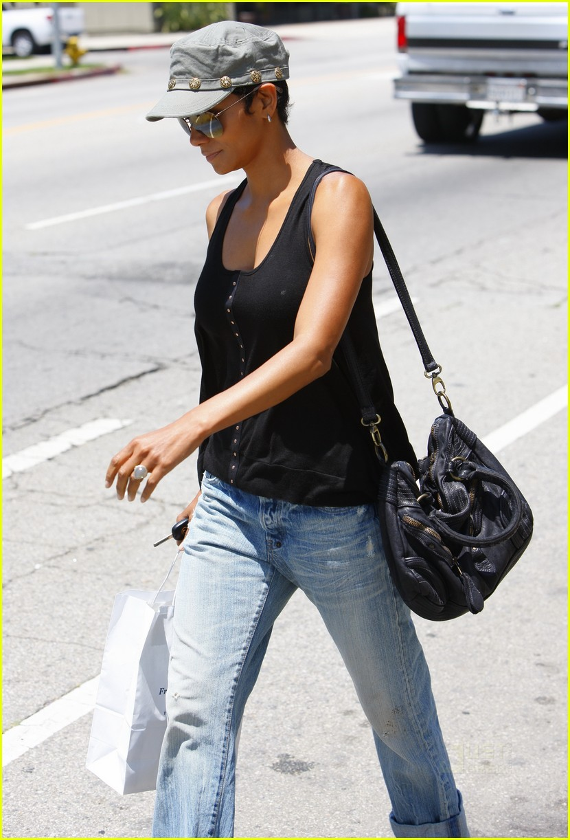 halle berry mountaintop 052459896