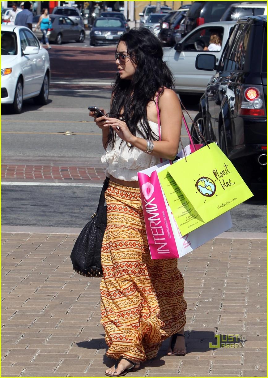 vanessa hudgens shopping malibu 072462197