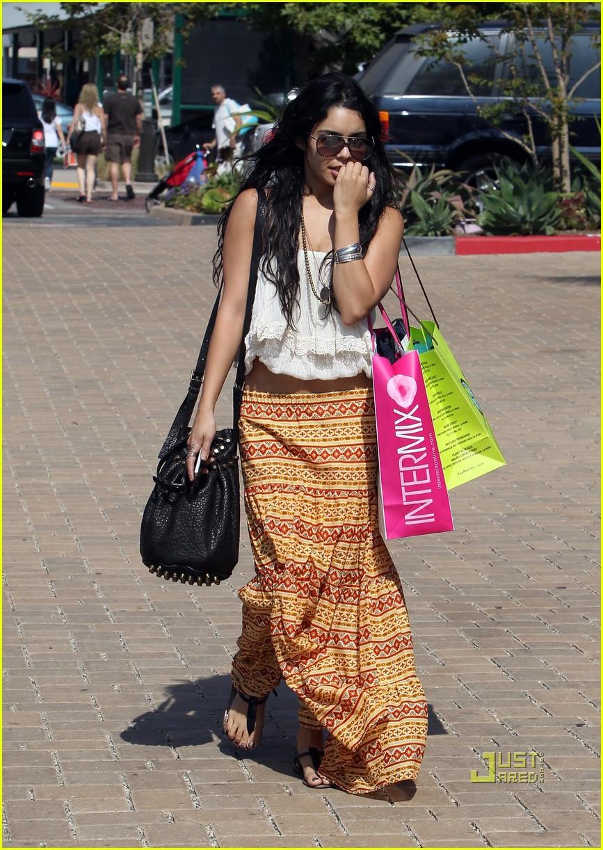 vanessa hudgens shopping malibu 092462199