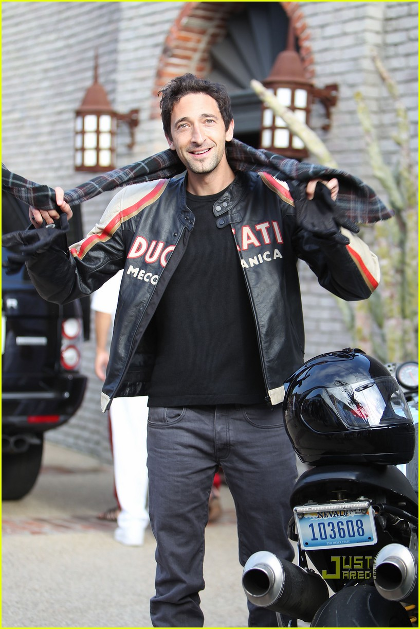 january jones adrien brody 022455288
