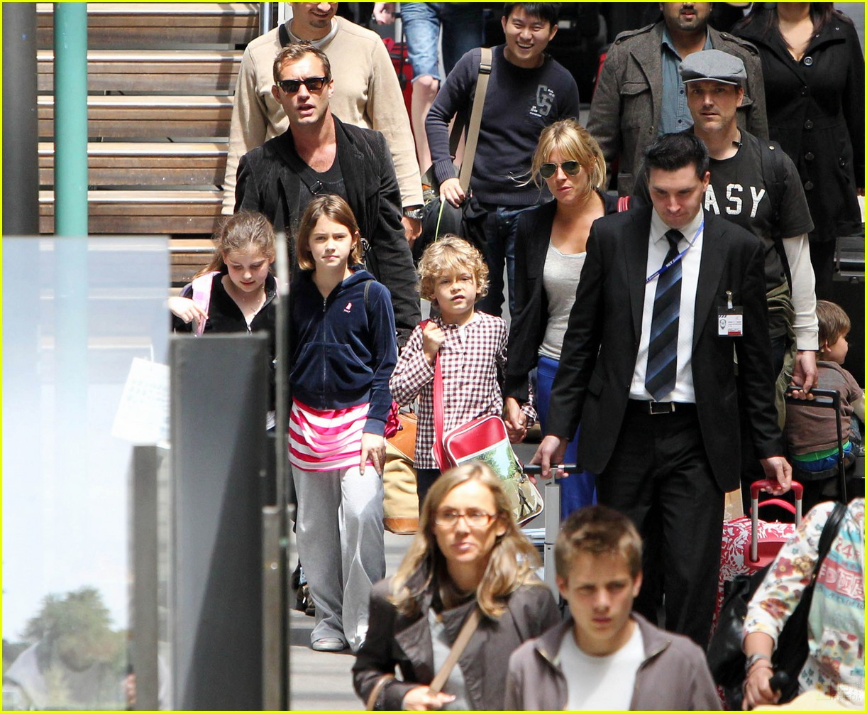 jude law sienna miller family ties 06