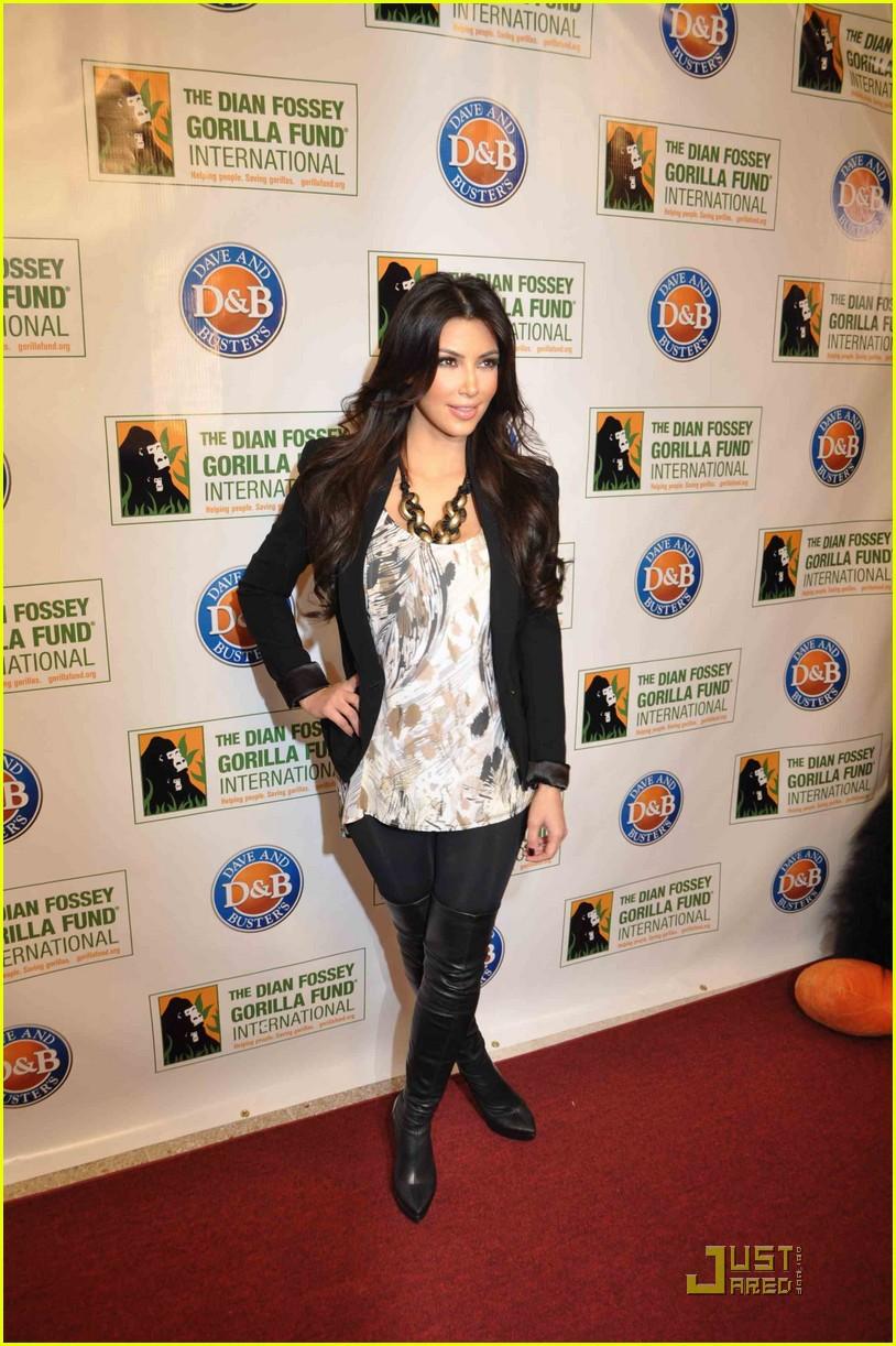 kim kardashian goes ape 03