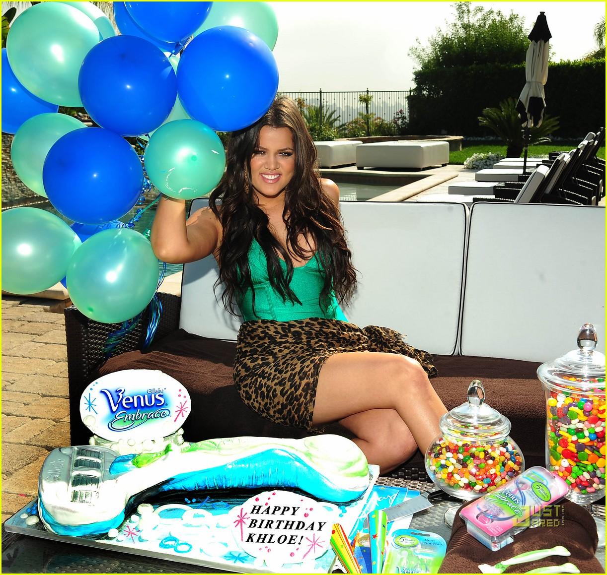 khloe kardashian venus embrace 032461289