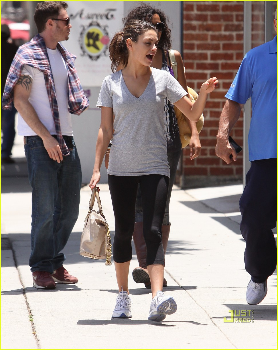 mila kunis walk with dad 052460710