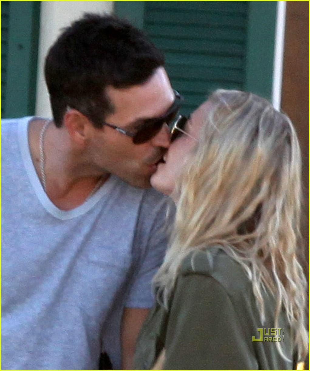 leann rimes eddie cibrian kissing 03