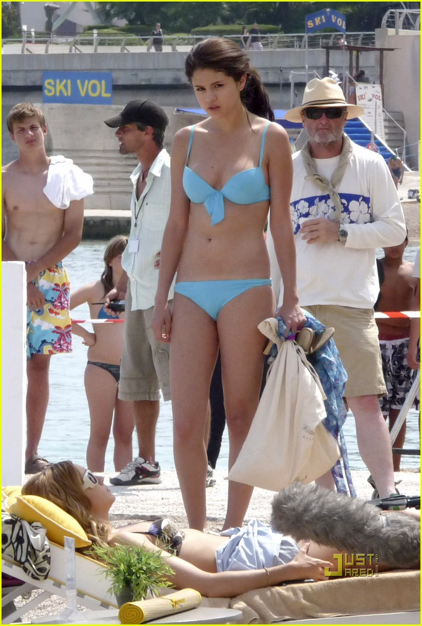 leighton meester bikini selena gomez 022461666