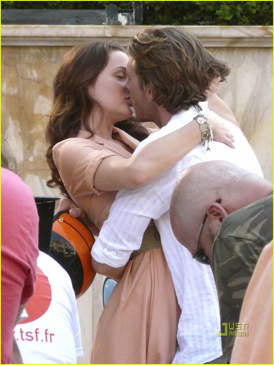 leighton meester luke bracey kiss 012462554
