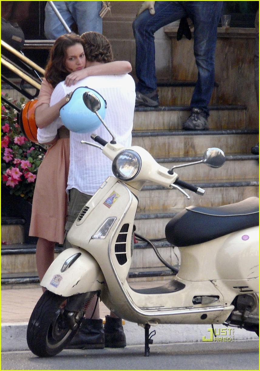 leighton meester luke bracey kiss 072462560