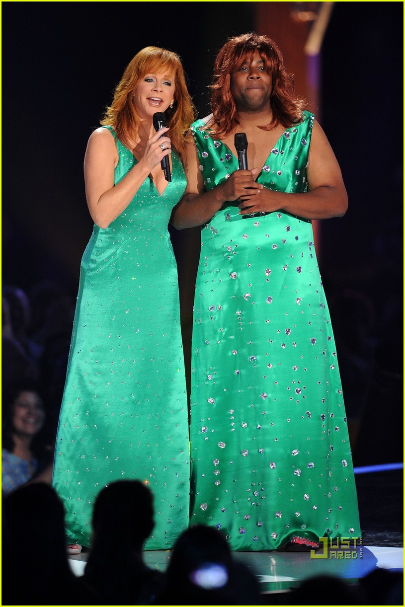 kenan thompson reba mcentire cmt music awards 042457721