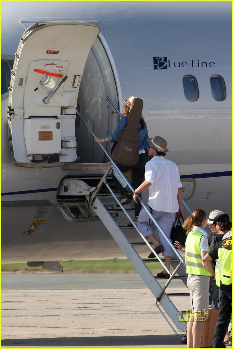 leighton meester selena gomez private jet 102461384