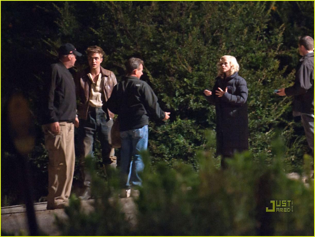 Full Sized Photo of ro... Robert Pattinson