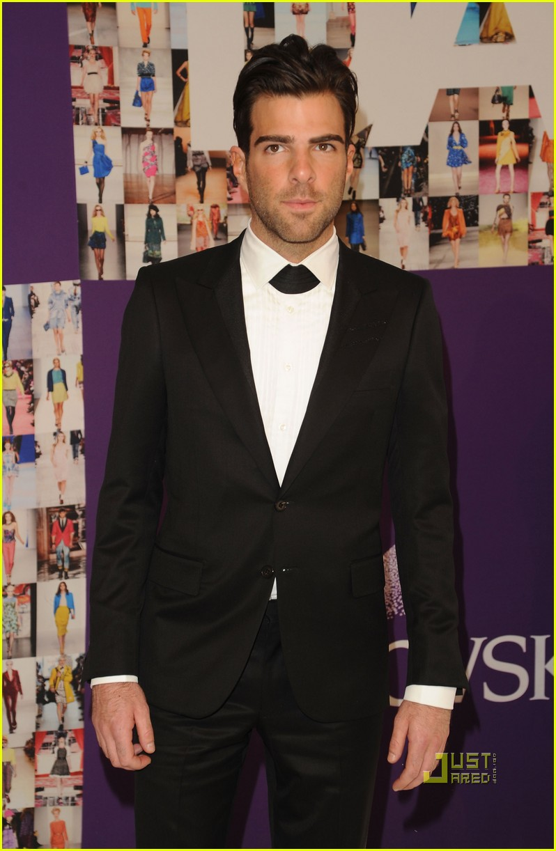 zachary quinto cfda fashion awards 2010 01