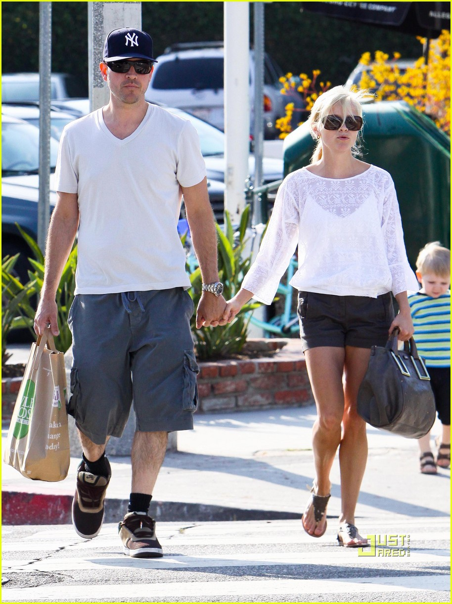 reese witherspoon whole foods 122461935