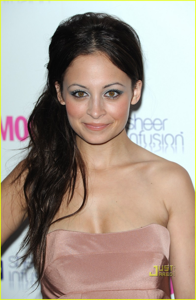 nicole richie glamour woman of the year awards 042457380