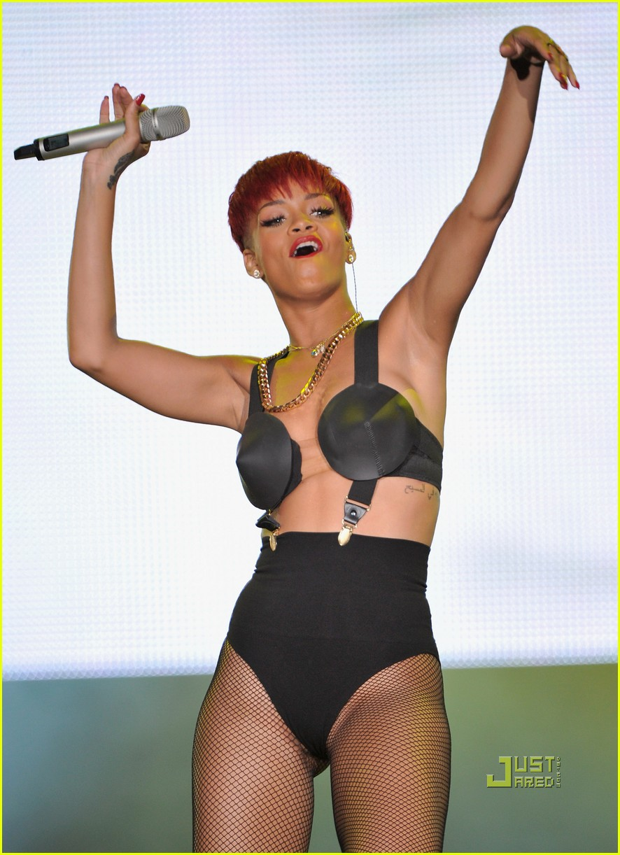 rihanna red hair 102456377