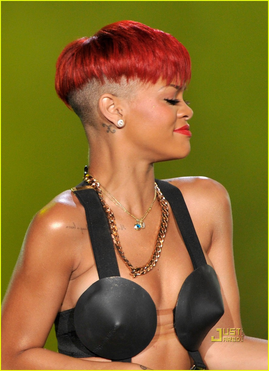 rihanna red hair 12