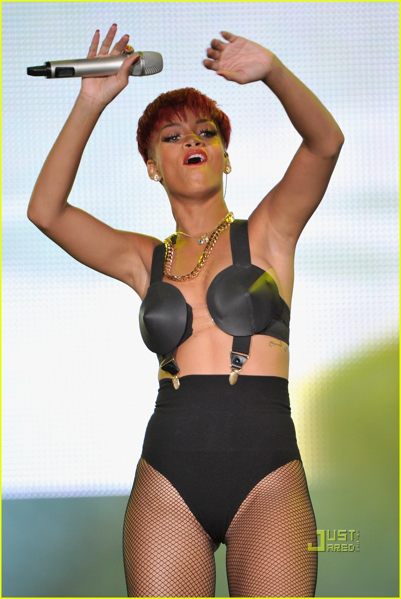 rihanna red hair 202456387