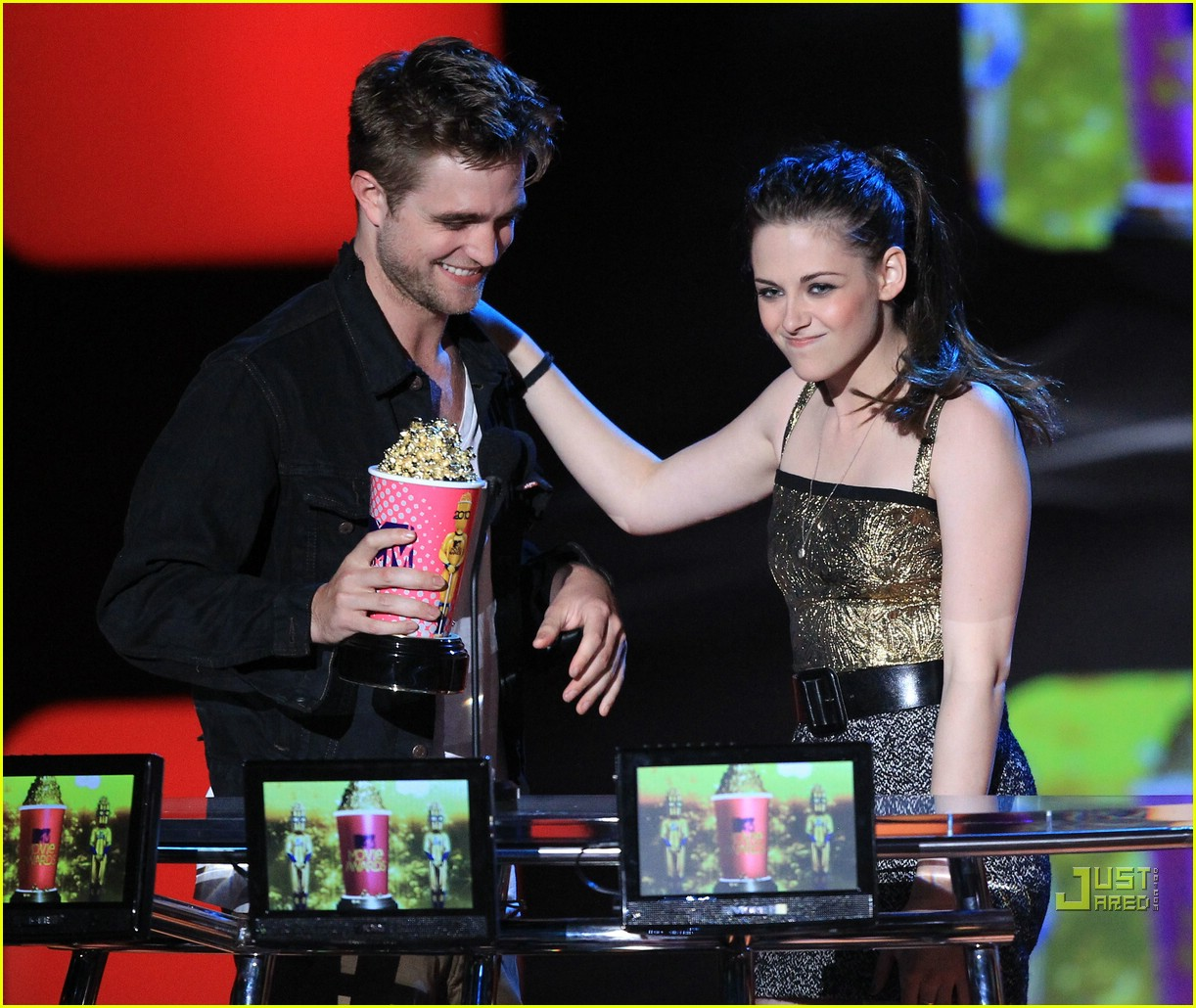 robert pattinson kristen stewart mtv best kiss winners 14
