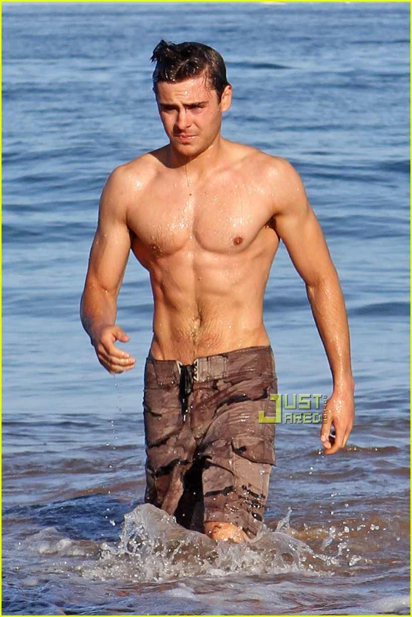 shirtless zac efron 032458643