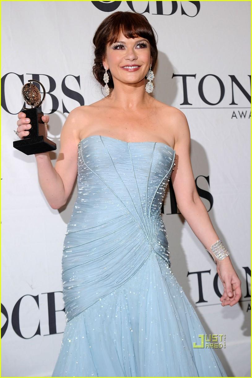 Catherine Zeta Jones Wins Tony Sends In The Clowns Photo