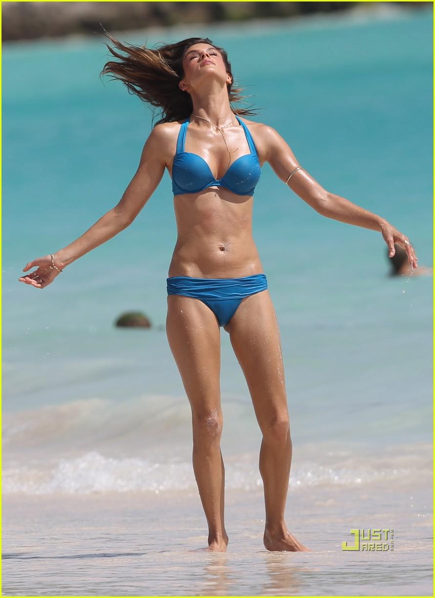 alessandra ambrosio bikini st barts 012468170
