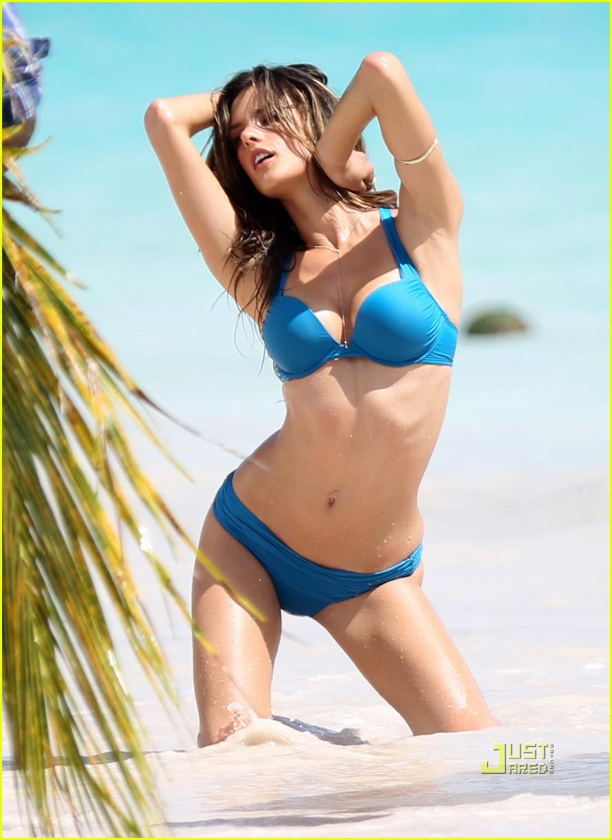 alessandra ambrosio bikini st barts 092468178