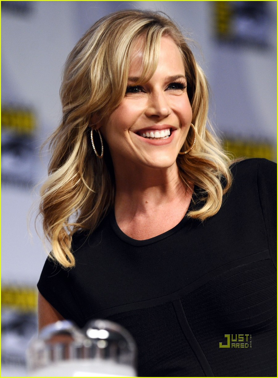 julie benz comic con no ordinary family 01