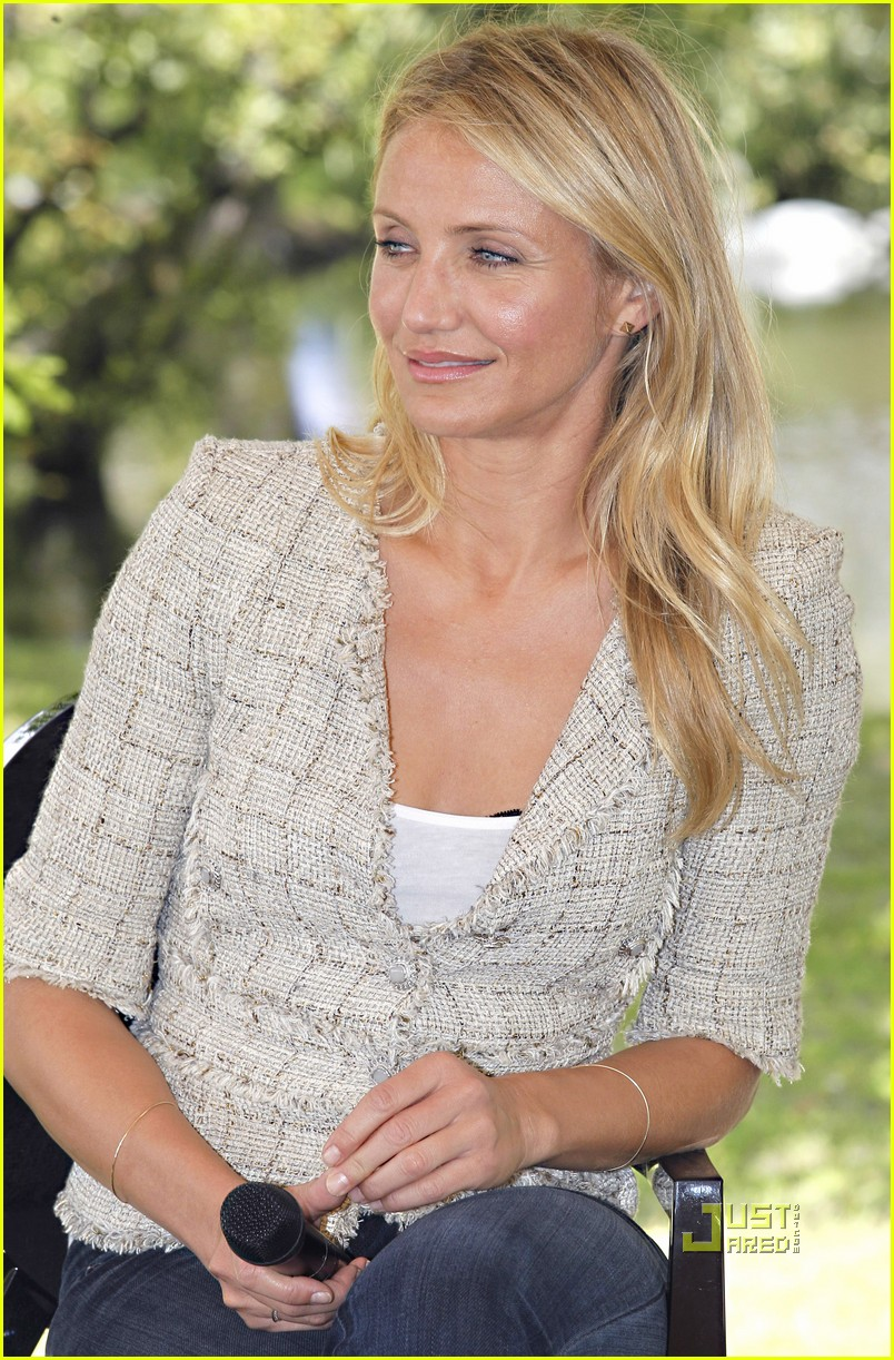tom cruise cameron diaz martillac france press conference 09