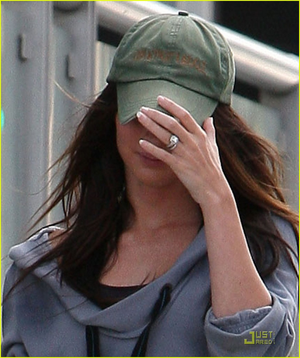 Megan Fox Debuts Blingin Wedding Ring Photo 2464915 Brian Austin