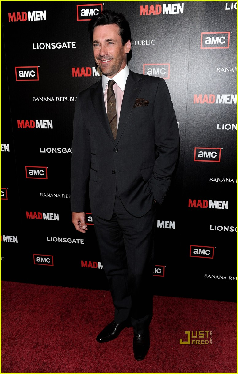 The 46-year old son of father Daniel Hamm and mother Deborah Hamm, 180 cm tall Jon Hamm in 2017 photo