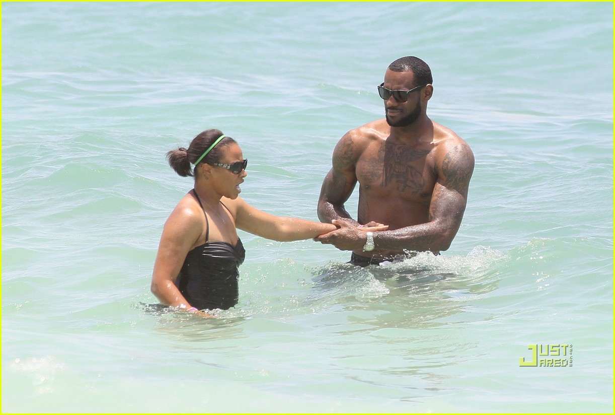 lebron james shirtless beach savannah brinson 03