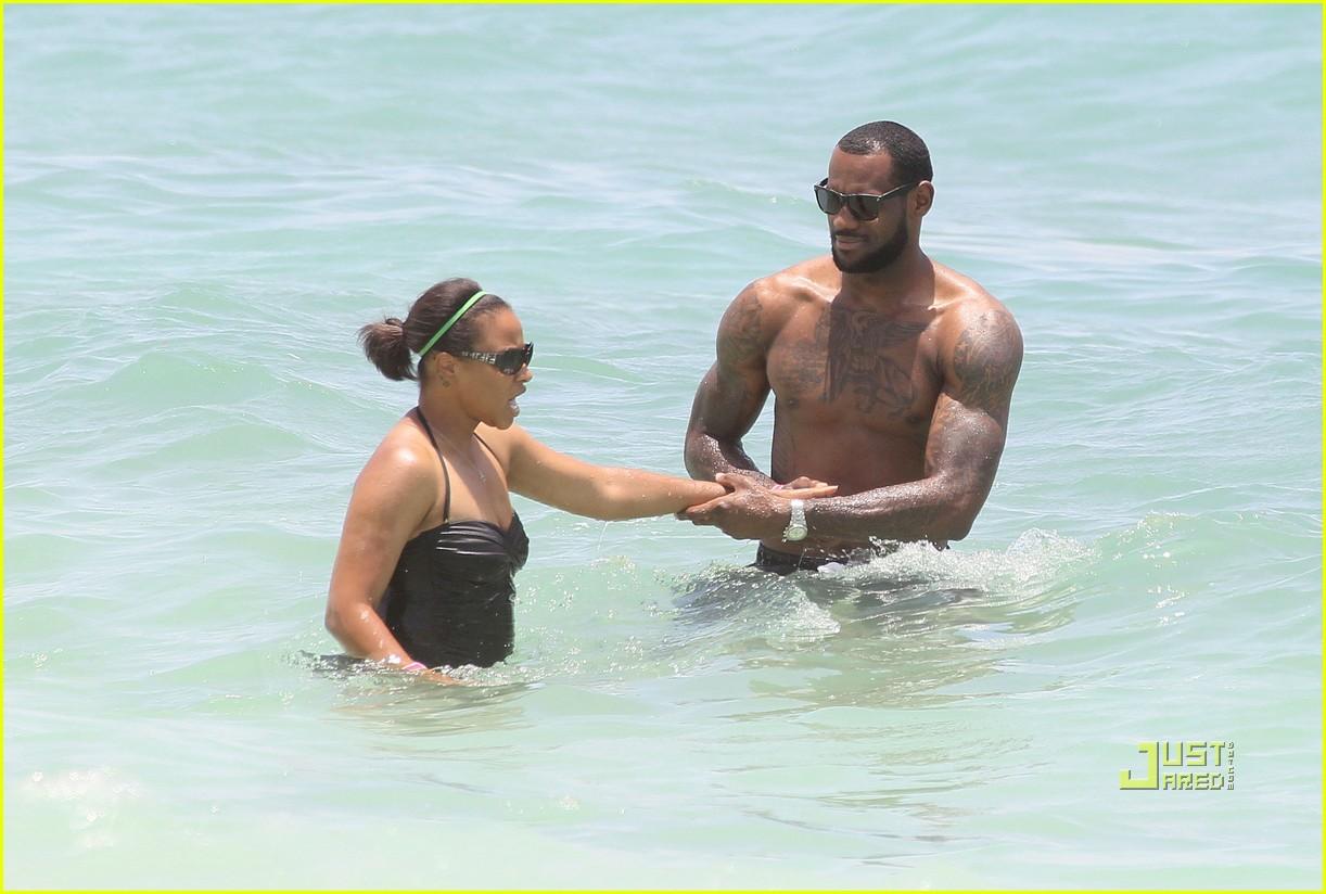 lebron james shirtless beach savannah brinson 03