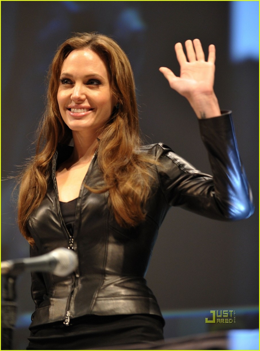 angelina jolie comic con salt 072468235