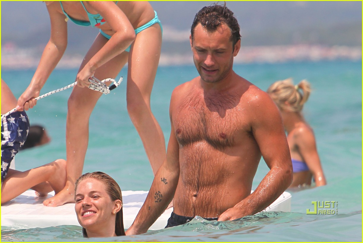 jude law sienna miller italy vacation 10