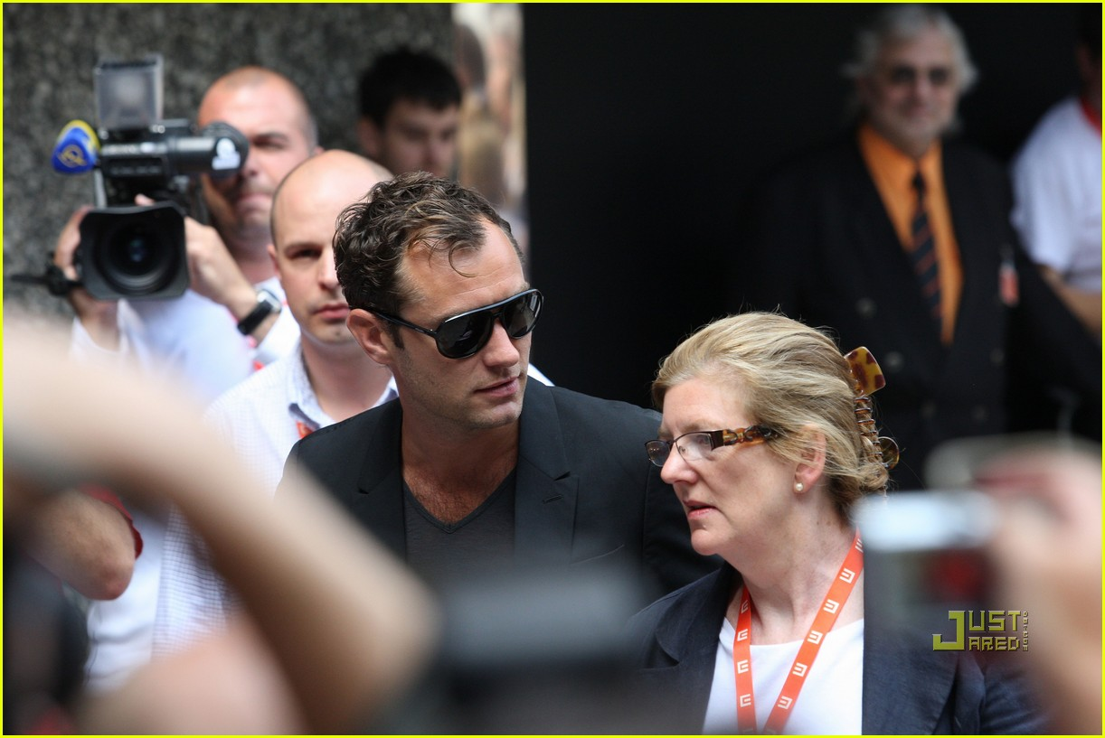 jude law karlovy vary film festival photocall 012463674