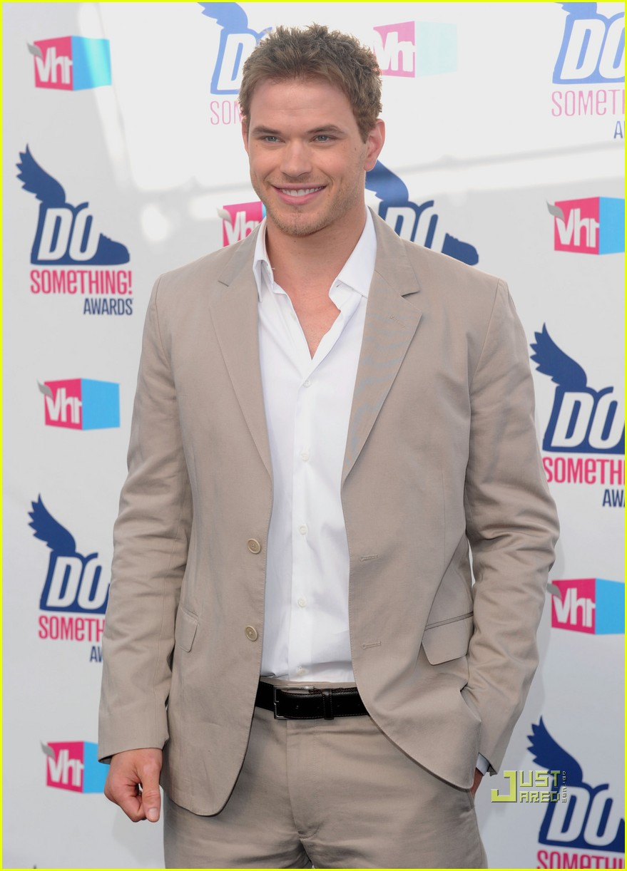 kellan lutz annalynne mccord do something awards 082467553