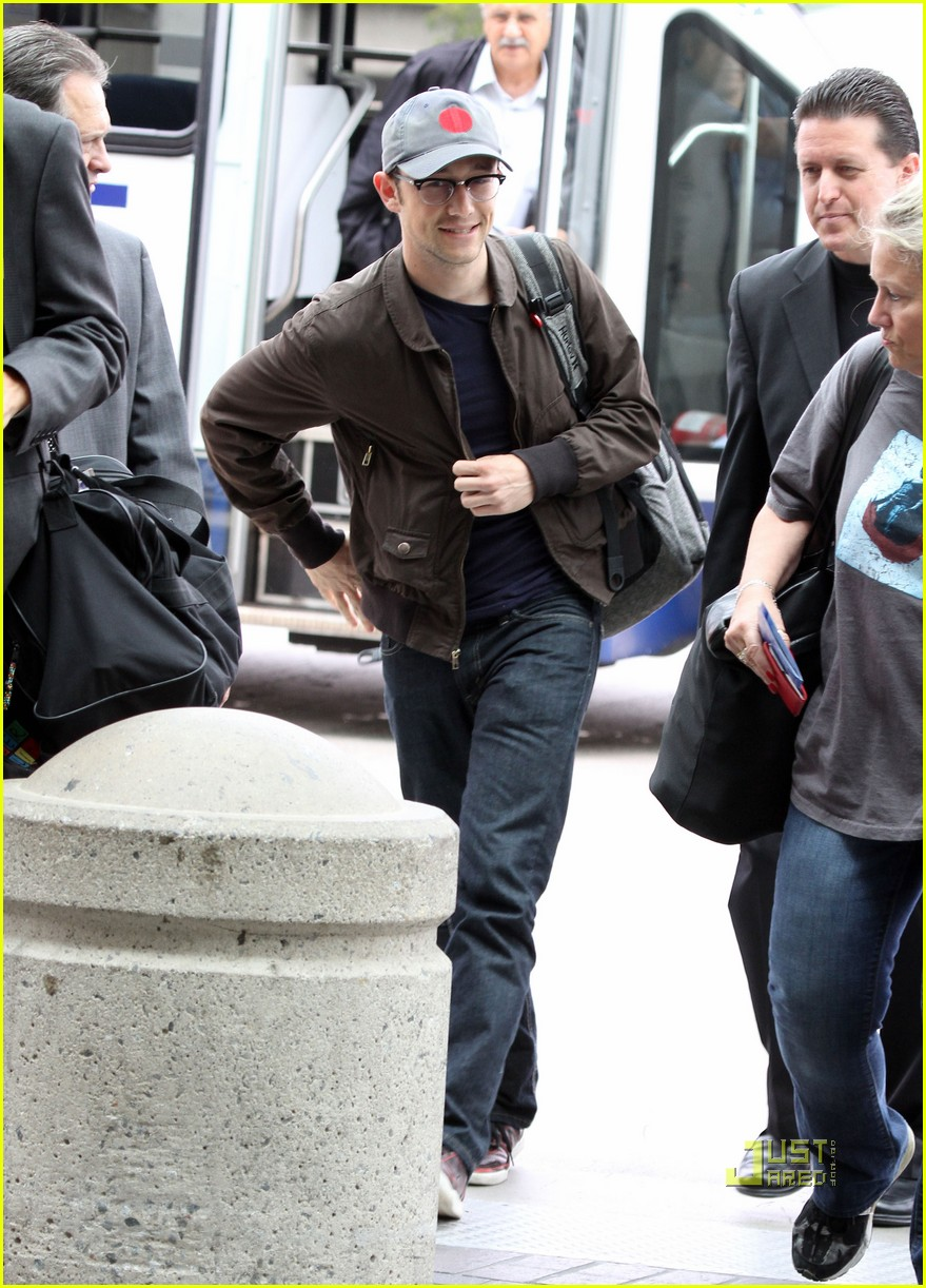joseph gordon levitt flight at lax 022464217