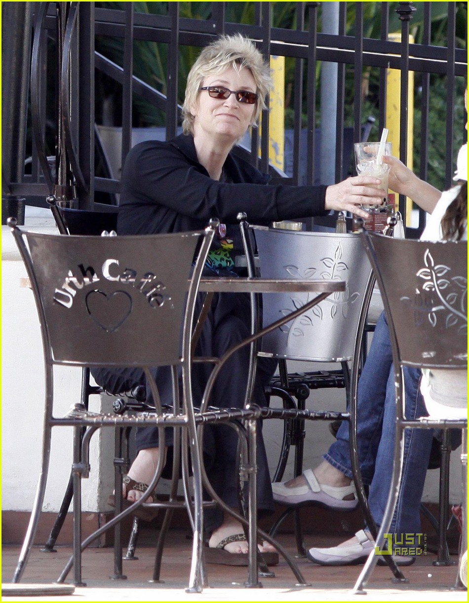 jane lynch urth caffe 04