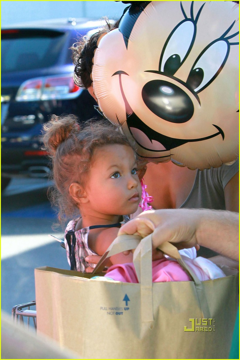 halle berry nahla grocery story minnie mouse balloon 022463316