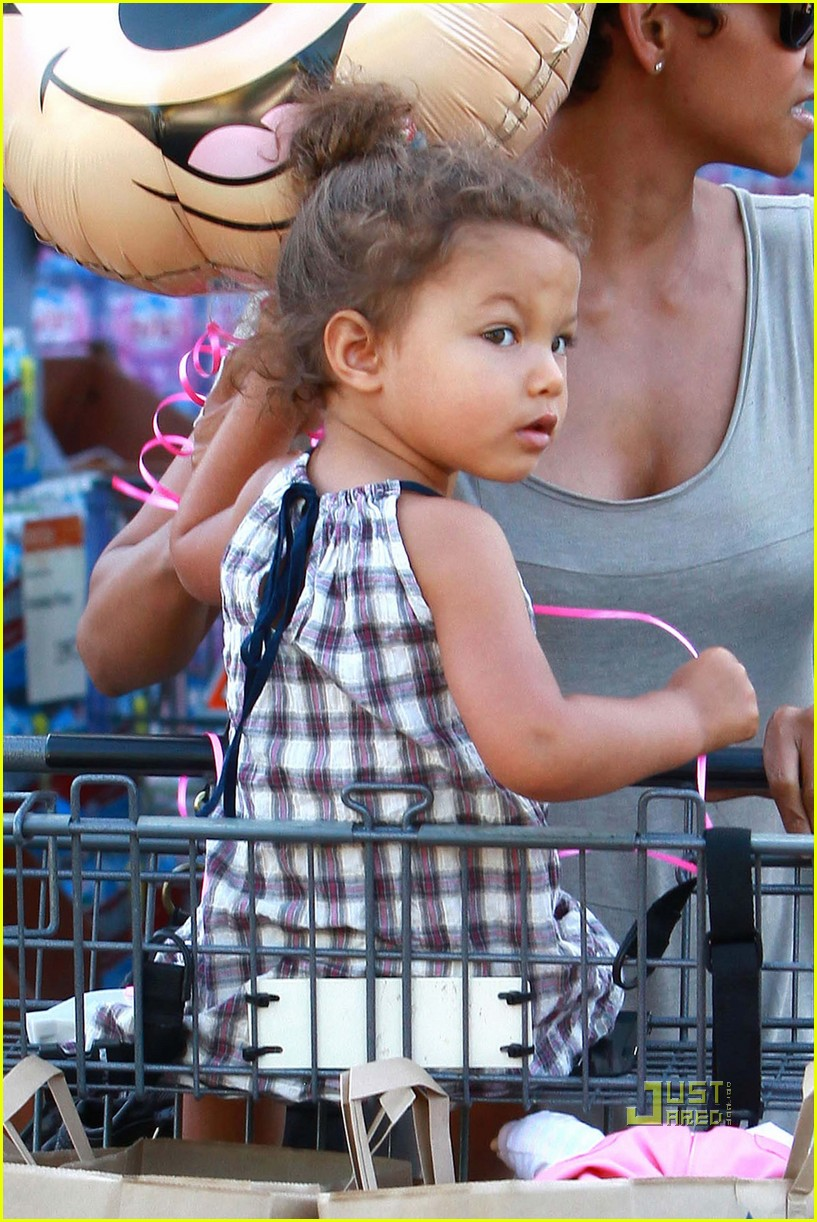 halle berry nahla grocery story minnie mouse balloon 042463318