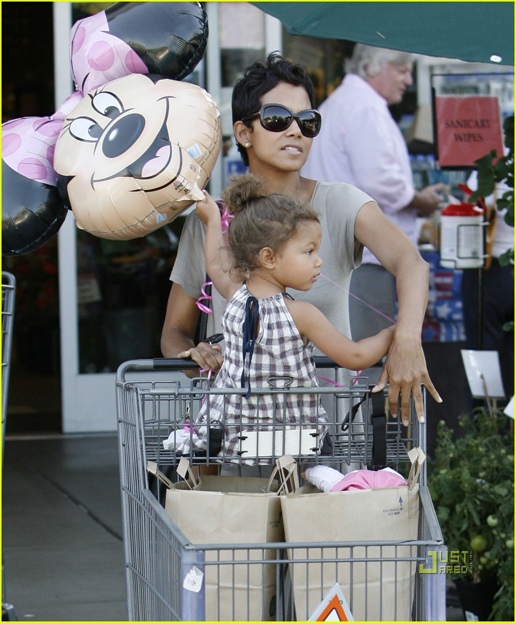 halle berry nahla grocery story minnie mouse balloon 072463321