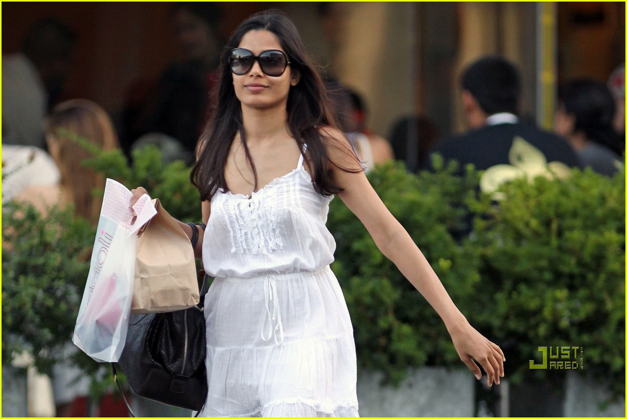 freida pinto rangoli indian food 12