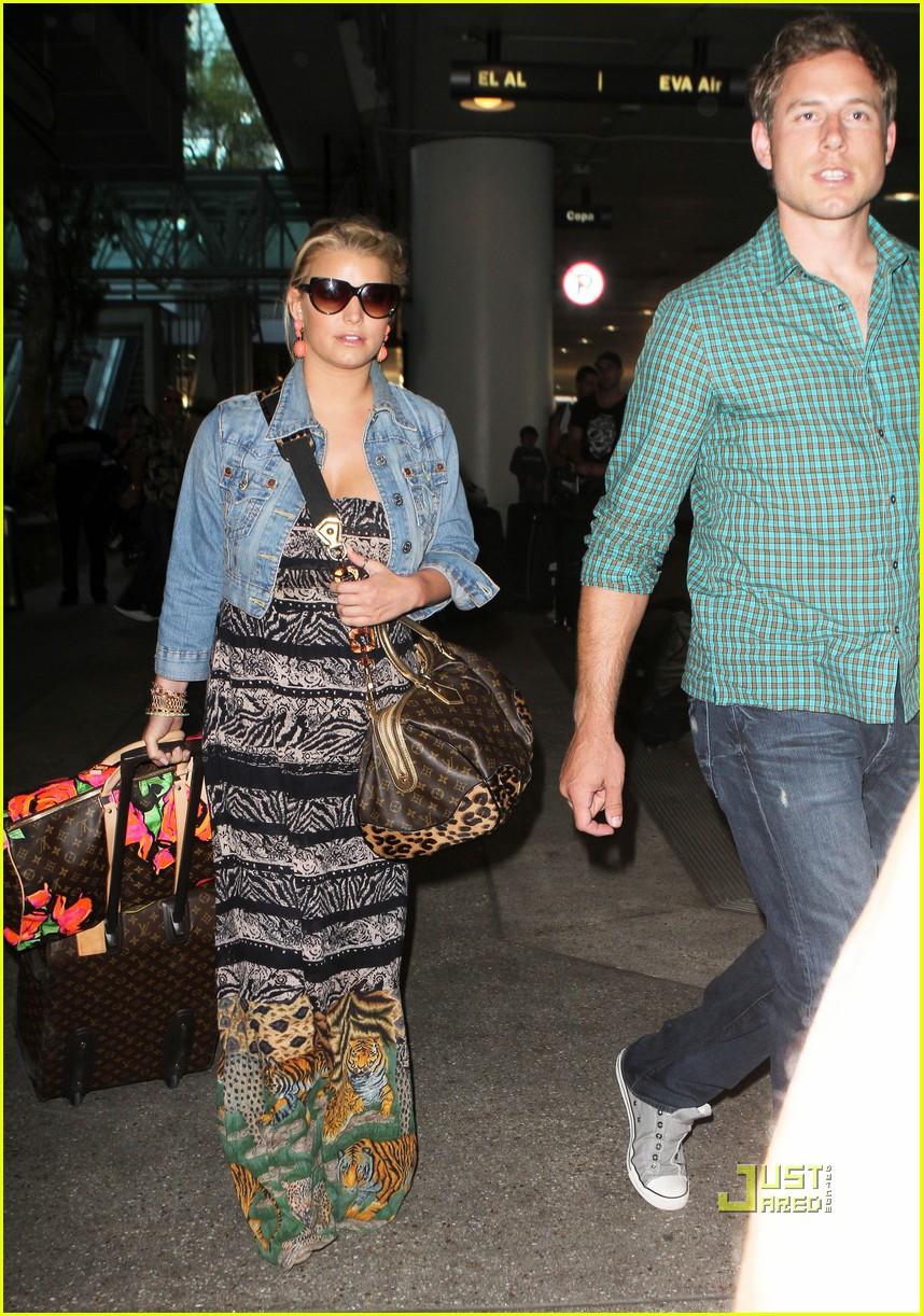 jessica simpson eric johnson home from italy 062466328