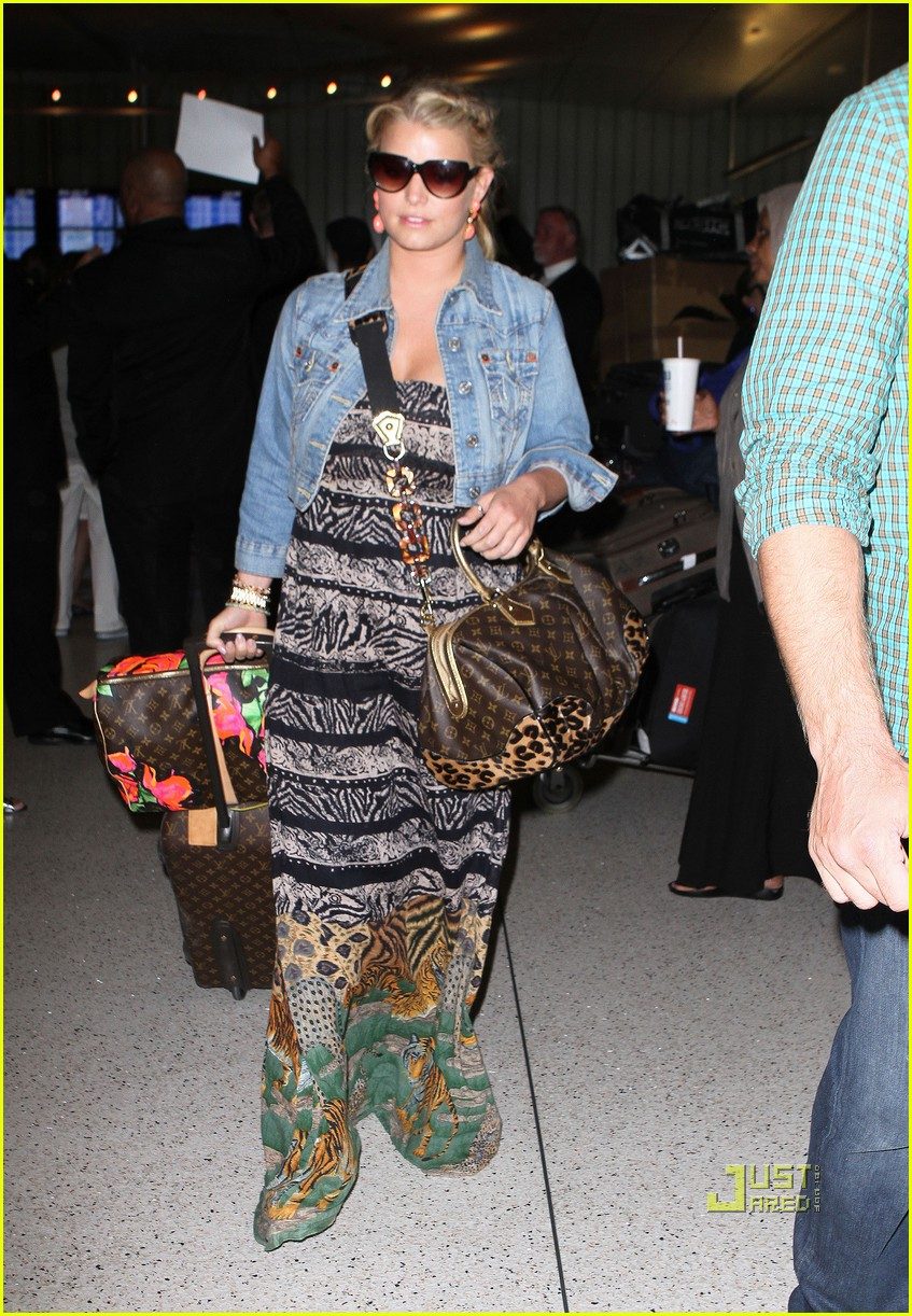 jessica simpson eric johnson home from italy 072466329