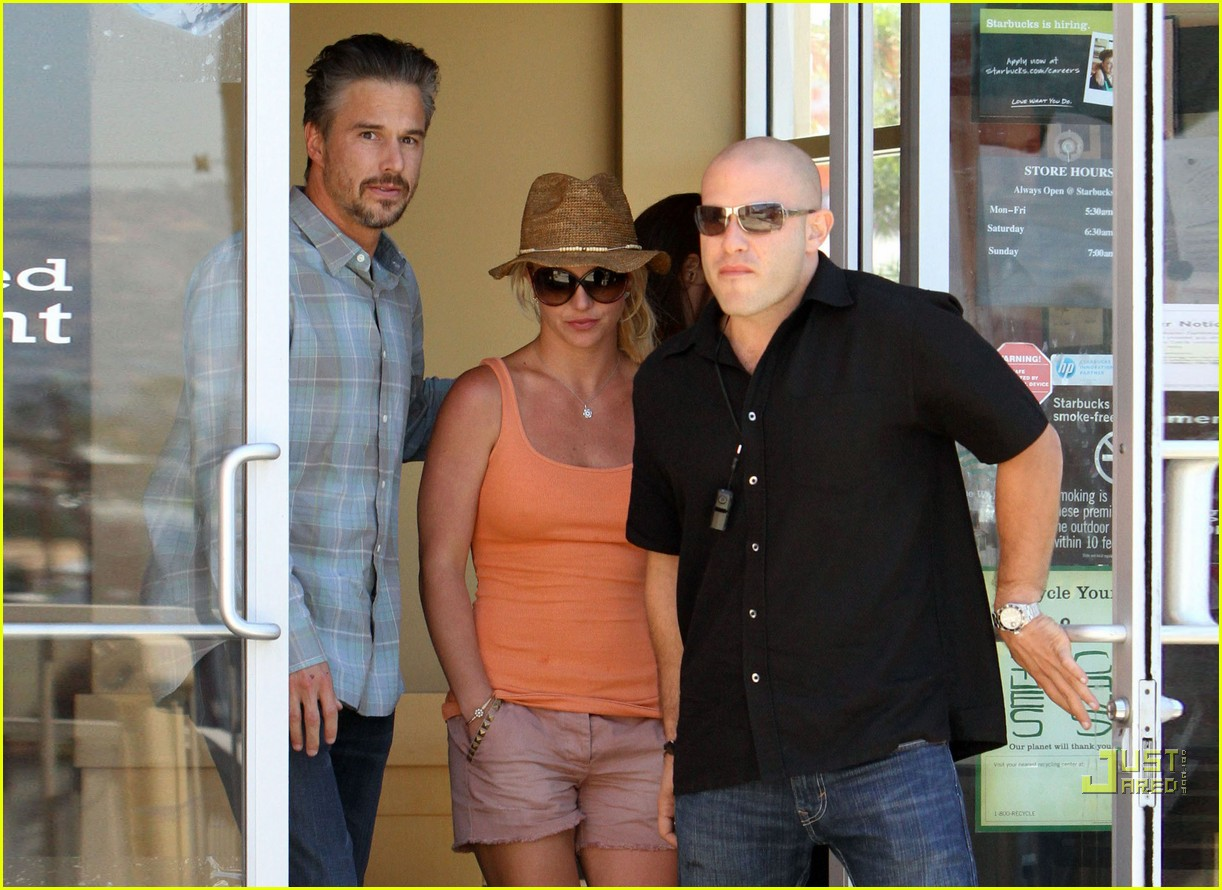 britney spears jason trawick starbucks stop 132468572