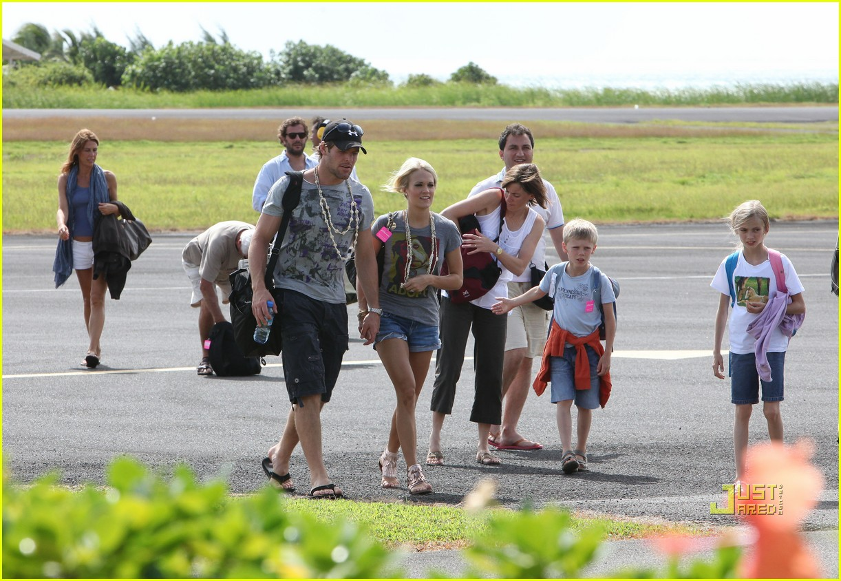 Full Sized Photo Of Carrie Underwood Mike Fisher Arrive