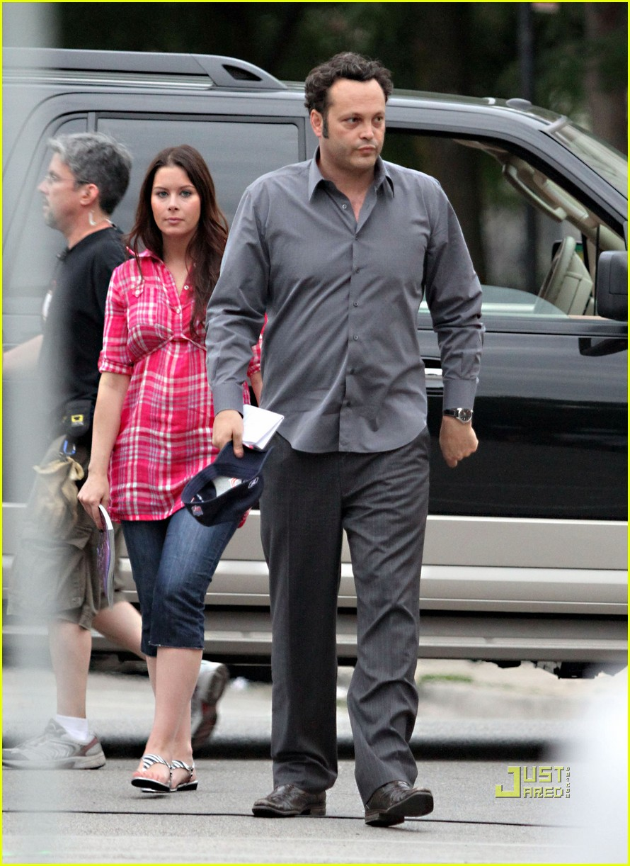 Vince Vaughn Gets Visit From Pregnant Wife Photo 2470488