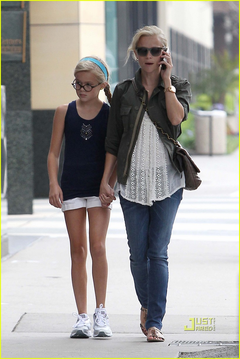 reese witherspoon ava phillippe mother daughter bonding 13