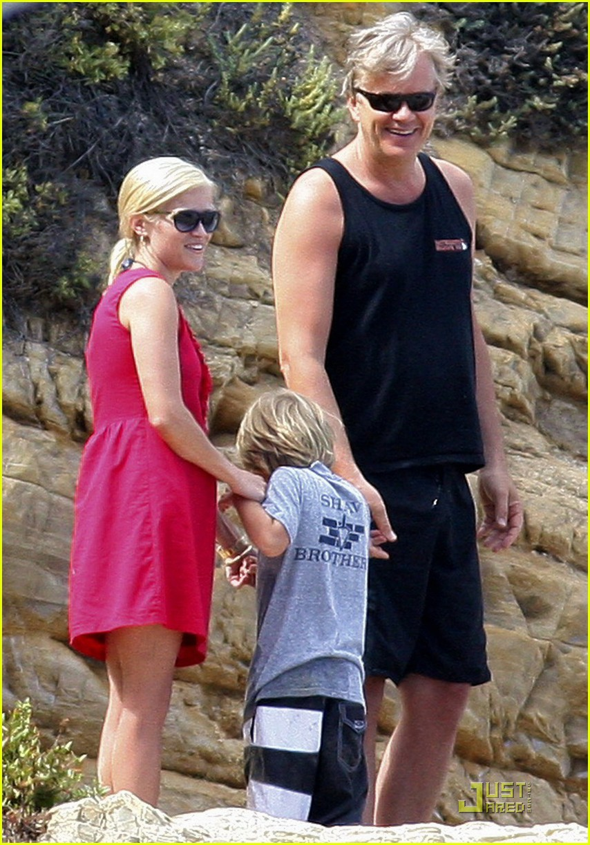 reese witherspoon star spangled beach 012463693